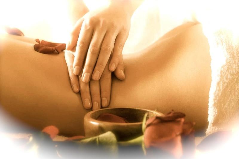 Massaggio Abyangham Ayurvedico Tantrico